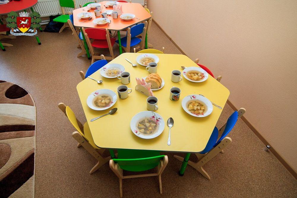 обеденный столик в детском саду